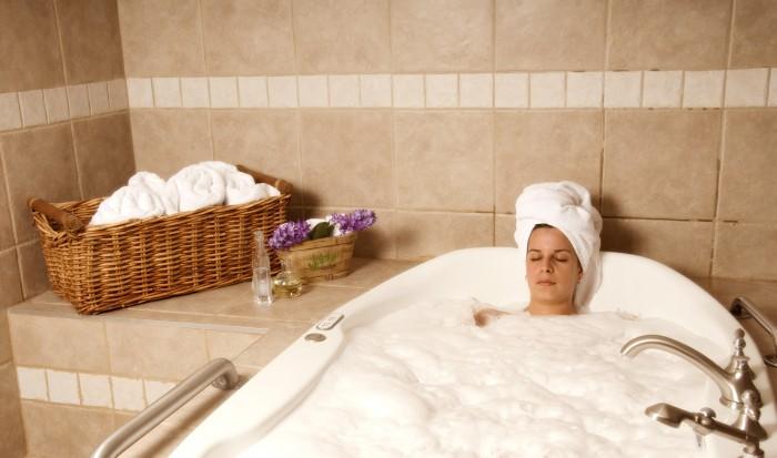 les accessoires pour une baignoire baln o d 39 angle. Black Bedroom Furniture Sets. Home Design Ideas